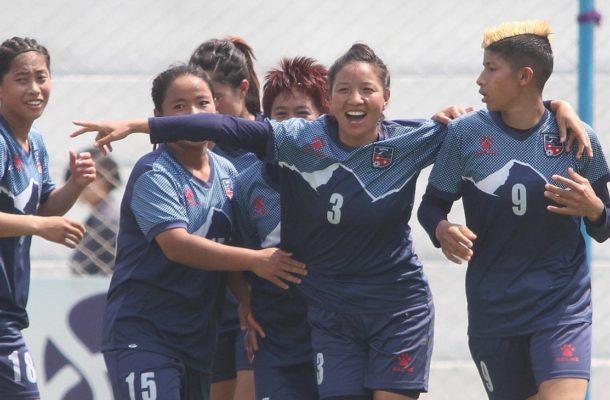 Nepal cruise into final