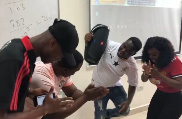 VIDEO: Nana Aba Anamoah jams to 'Omo Ada'; shows off wild dance moves