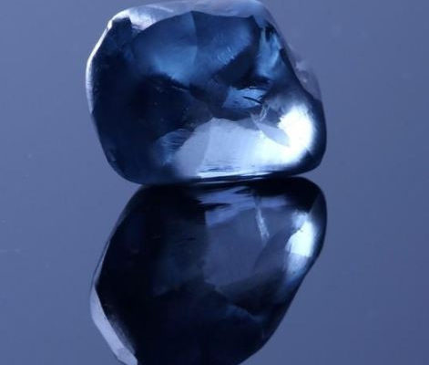 PHOTO: Botswana shows off country's largest-ever 2-carat blue Diamond