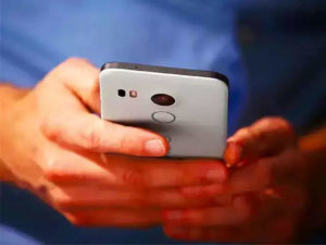 Four out of five brands selling phones below industry price: Report