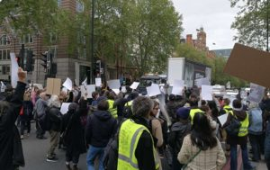 Protesters Disrupt Traffic Outside Westminster Magistrate's Court (VIDEO)