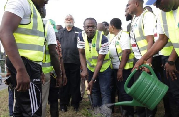 Rawlings gets Zoomlion support on tree planting exercise to mark June 4