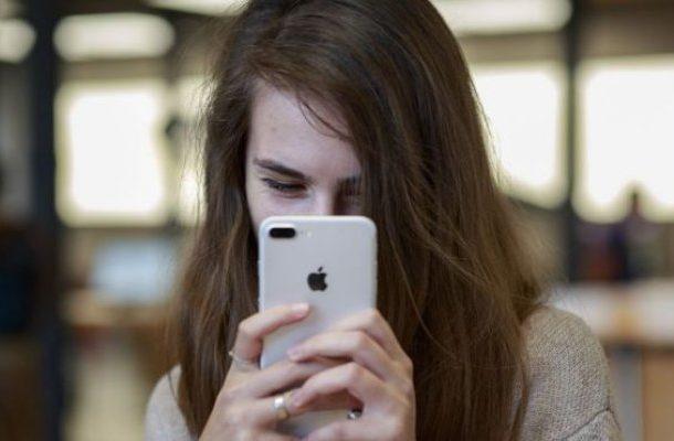 Apple warns Trump that more China tariffs will help rivals