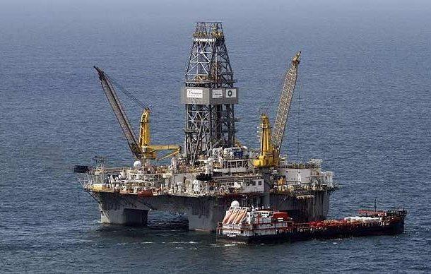 Oil slumps 4% on U.S. crude build, slowing demand fears