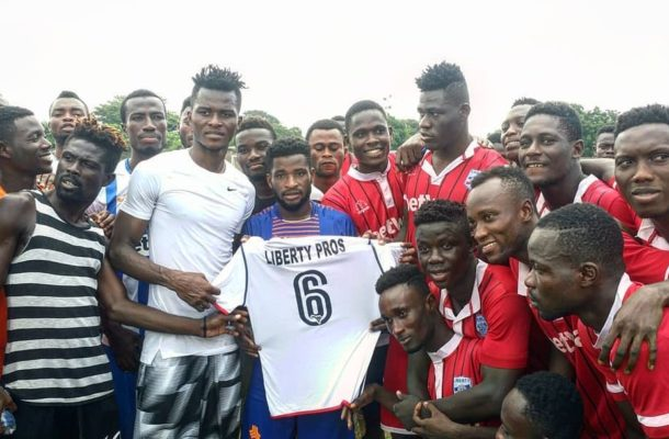 Former Liberty players present jerseys to club in honor of late Sly Tetteh