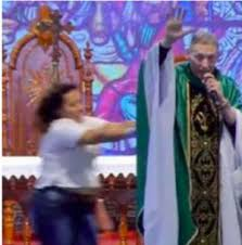VIDEO: Lady shockingly pushes Catholic Priest from the altar while he was preaching