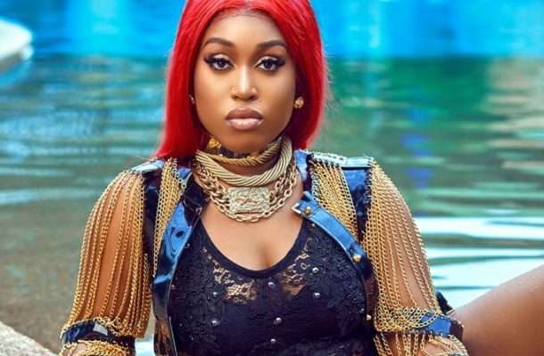 VIDEO: Fantana exposes her 'panty liner' at Reign concert