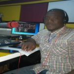 VIDEO: Fearless Sunyani journalist stops police from seizing his phone in line of duty