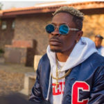 VIDEO: Shatta Wale gives out free drinks to kids