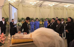 Photos: Heart-broken fiance marries his partner's corpse during her funeral
