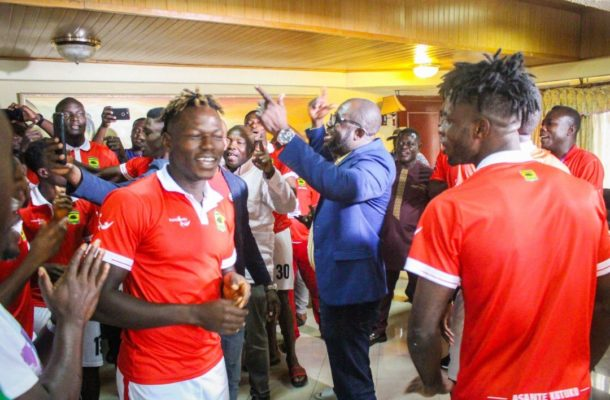 VIDEO: GFA president Kurt Okraku in hot jama session with Kotoko players ahead of San Pedro game