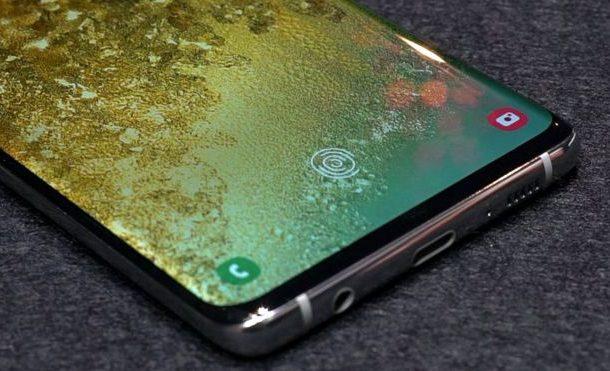 Samsung: Anyone's thumbprint can unlock Galaxy S10 phone