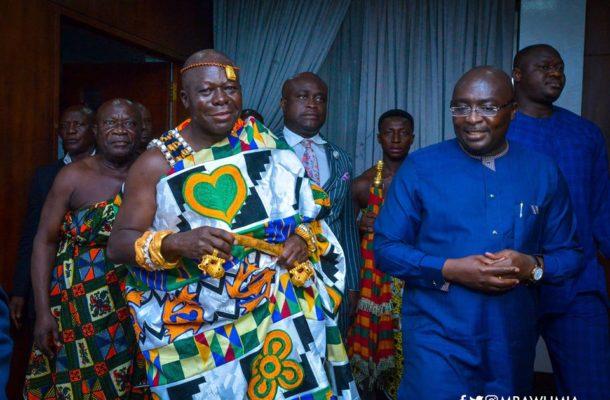PHOTOS: Otumfuo pays courtesy call on Vice President Bawumia