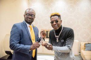 PHOTOS : GFA president Kurt Okraku meets his 'idol' Shatta Wale