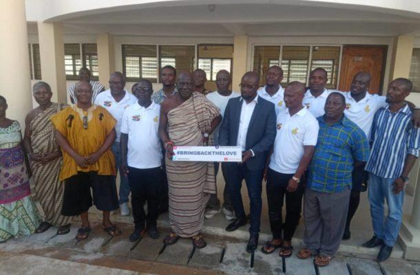PHOTOS: GFA boss Kurt Okraku leads Black Stars delegation to visit Oguaaman hene