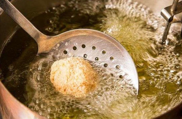 Pastor's wife baths mediator with hot oil during fight