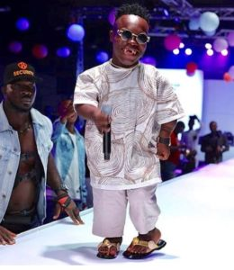 VIDEO: Shatta Bandle steals show, performs Rudeboy's 'Audio Money' and sprinkle cash on audience