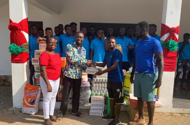 Mountaineers FC donate to Lighthouse Orphanage on Christmas Day.