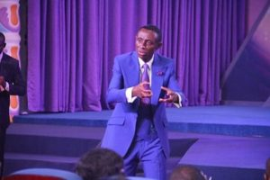 VIDEO: Angry customers attack Zoe Outreach Embassy pastor
