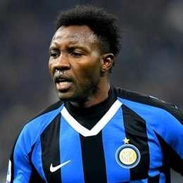 Kwadwo Asamoah congratulates teammates after Italian Cup triumph