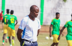 Repentant W.O Tandoh renders unqualified apology to Maxwell Konadu over 'village coach' comments