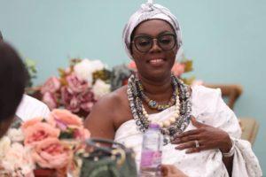 VIDEO: Ursula Owusu 'boogies' to Sarkodie's 'Ofeetso'