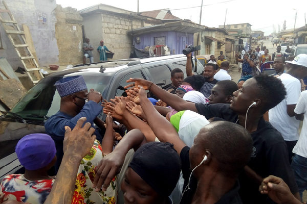 Mad rush for sanitizers as philanthropist distributes them for free