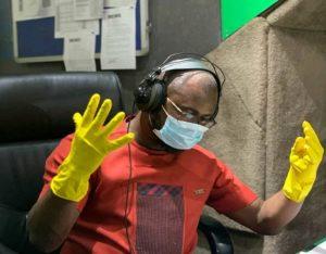 Concert! — Ghanaians deride Abeiku Santana after wearing gloves, mask to studio