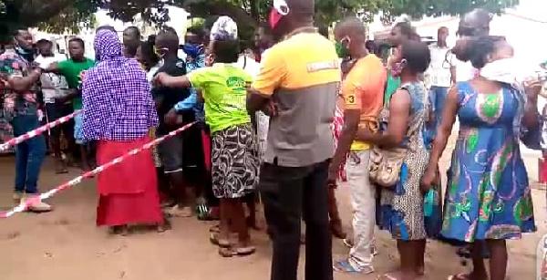 Voters register: EC officials struggle to control crowd at Ketu South