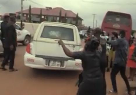 VIDEO: Christiani Awuni, others wail as Bishop Nyarko's body is taken away