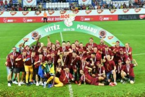 Ghana's Benjamin Tetteh lifts MOL Cup with Sparta Prague