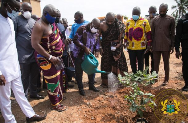 PHOTOS: Akufo-Addo cuts sod for new projects