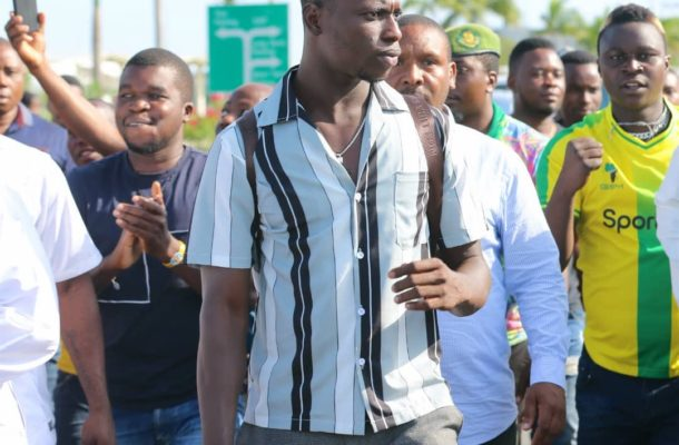 VIDEO: Young Africans supporters mob new striker Michael Sarpong