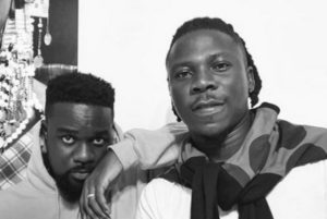 VIDEO: I'm sorry - Stonebwoy apologizes to Sarkodie and his manager