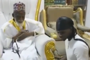 [VIDEO] 2020 VGMA:  Kuami Eugene presents his Award to National Chief Imam