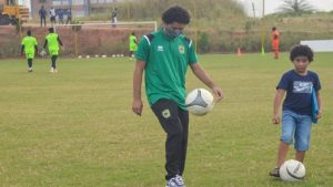 VIDEO: Fabio Gama plays football with his son at Kotoko training grounds