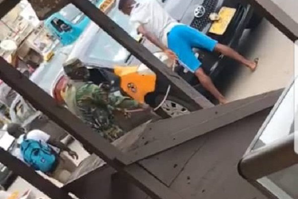 VIDEO: Military officer lashes Taxi driver for not wearing nose mask