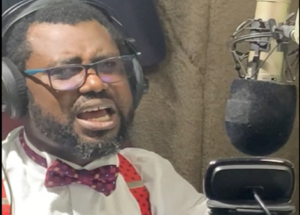 Please Forgive Bulldog - Abeiku Santana goes on his knees, begs President Akufo-Addo