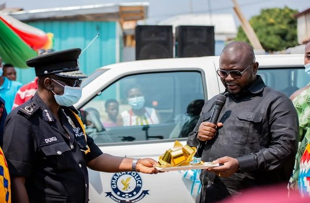 Bantama MP, Asenso-Boakye donates two pickup trucks to Suntreso, Bohyen police