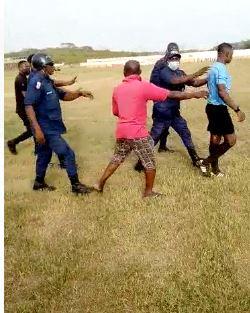 VIDEO: Fans of Elmina Sharks assault referee after Medeama defeat