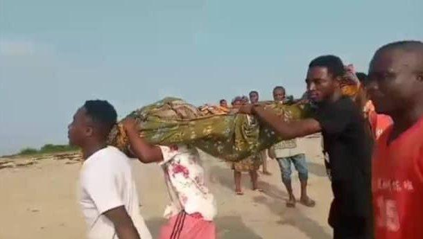 14 kids drown in Apam river