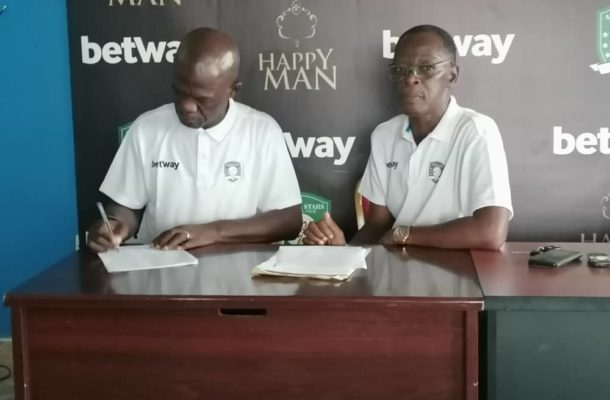 Just In: Former Hearts coach Asare Bediako finally joins Aduana Stars