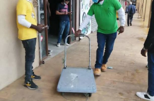 Zambia to probe Chinese man's 'racist' trolley ride