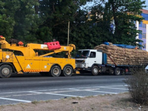 Broken-down Togolese-registered truck removed after accident killed two persons