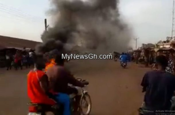 VIDEO: NPP members burn tyres, block roads over the exclusion of Faouk Aliu Mahama from Ministerial list