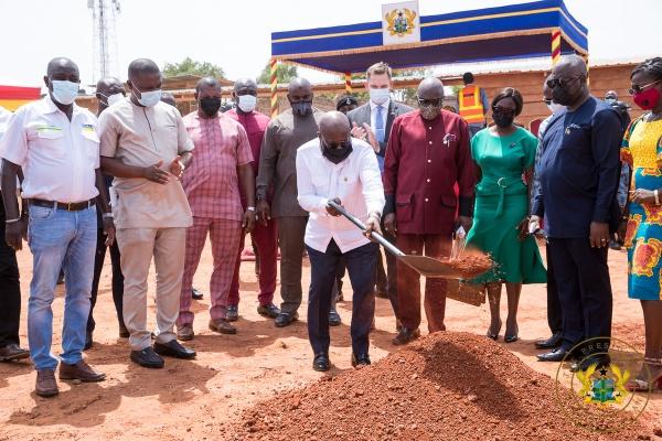 Akufo-Addo cuts sod for GHS5 million 'Ghana Award House'