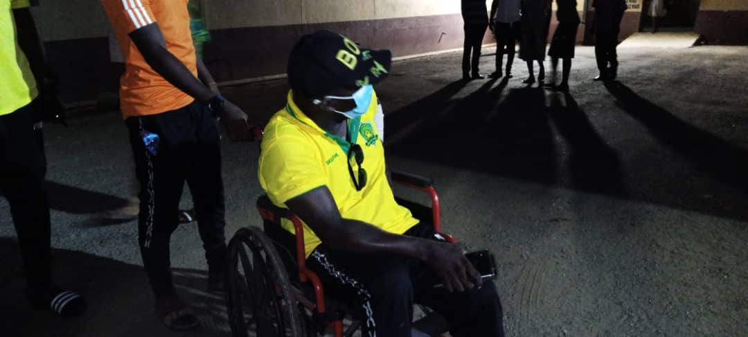 PHOTOS & VIDEO: Berekum Chelsea fans beat Ebusua Dwarfs coach as they suspected him of carrying juju