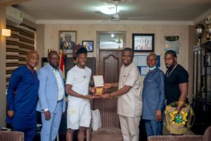 PHOTOS: Callum Hudson-Odoi pays visit to Minister of Youth and Sports