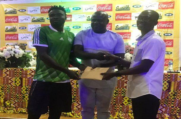 Dr Gideon Boako donates GHc10,000 to Bofoakwa FC