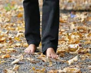 5 health benefits of walking barefooted on stones